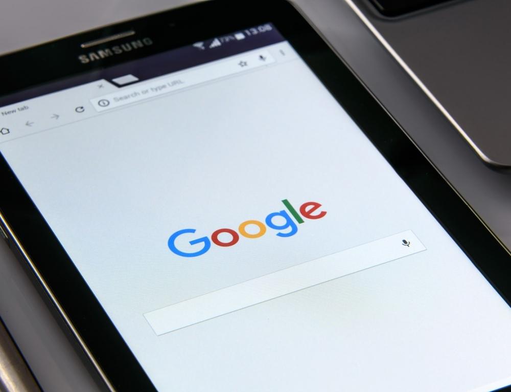Google CEO Promises Fix for Cheeseburger Emoji
